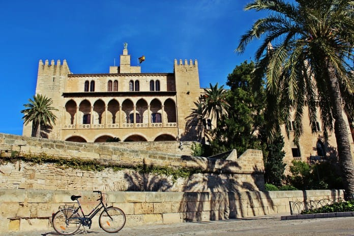 Almudaina. Guided Tour in Palma de Mallorca call&ride